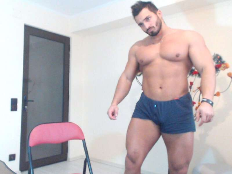Big muscle man Ian Hunk in his underwear