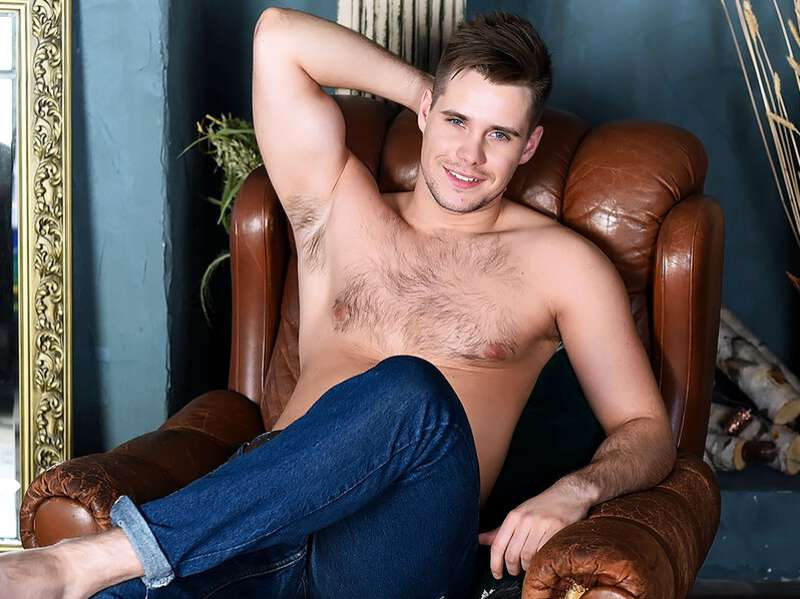 Handsome cam performer Eden Rox